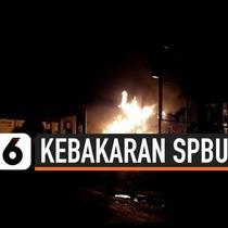 Kebakaran melanda sebuah SPBU di Kota Bukittinggi, api diduga berasal dari mobil yang tengah mengisi bahan bakar. Kebakaran juga mengakibatkan ledakan di tanki premum dan pertalite.