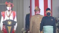 Presiden Jokowi dan Wakil Presiden Ma'ruf Aminmengenakan pakaian tradisional saat mengikutu upacara peringatan HUT ke-75 RI di Istana Kepresidenan Upacara. (Istimewa)