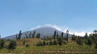 Ilustrasi –Kebakaran Gunung Sindoro-Sumbing, September 2018. (Foto: Liputan6.com/BNPB/Muhamad Ridlo)