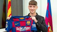 Barcelona berhasil merebut remaja asal Inggris, Louie Barry secara gratis (Marca)