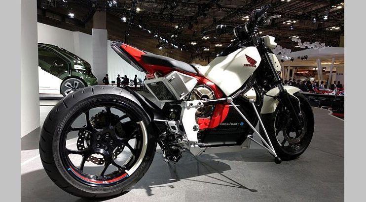 Honda Riding Assist-e menggunakan mono arm. (Arthur/Liputan6.com)
