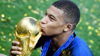 Kylian Mbappe adalah pemain muda yang tampil mengesankan dan mampu mencuri perhatian di Piala Dunia 2018. (AFP/Kirill Kudryavtsev)
