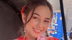Dalam media sosial, ia kerap mengunggah momennya saat nikmati liburan. Salah satunya ialah saat ia berada di Bali bersama teman-teman dan ke Jepang. Liburan ke Jepang ia pun coba berpose dengan menggunakan Kimono. (Liputan6.com/IG/@daraarafah)