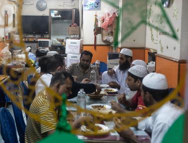 Melihat Imigran Muslim di Hong Kong Menyantap Sahur