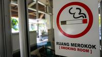 Pencanangan bebas asap rokok di Balai Kota Solo sengaja dilakukan pada bulan puasa untuk menyiapkan pegawai tak merokok di bulan lain. (Liputan6.com/Fajar Abrori)