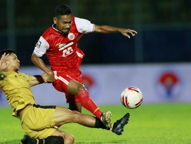 FOTO: Persija Jakarta Tertinggal 0-1 dari Bhayangkara Solo FC di Babak Pertama - TM Ichsan; Ramdani Lestaluhu