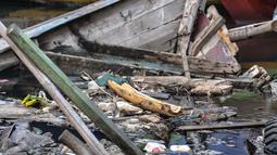 Tumpukan sampah laut yang mencemari Kampung Nelayan Cilincing, Jakarta Utara, Selasa (8/6/2021). Dimana sampah tersebut sekitar 12.785 ton berasal dari aktivitas di laut. (merdeka.com/Iqbal S. Nugroho)