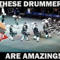 Aksi Drum Band Ini Bikin Merinding