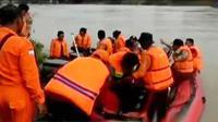 Tim gabungan pencari santri yang tenggelam dari Ponpes Langitan bertambah.