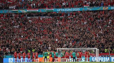 Stadion Puskas Arena adalah satu-satunya stadion di seluruh Eropa yang mengizinkan kapasitas penuh untuk penontonnya. Tersedia 61.000 kursi penonton dalam stadion tersebut. (Foto: AFP/Pool/Alex Pantling)