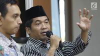 Pengamat Politik, Ray Rangkuti memberikan pandangan  saat menjadi pembicara dalam diskusi di Jakarta, Sabtu (18/11). Diskusi itu membahas mengenai membangun pertahanan modern, profesionalisme milter dan rotasi panglima TNI. (Liputan6.com/Angga Yuniar)