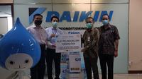 Daikin menyampaikan donasi kepada Rumah Sakit (RS) Pusat Otak Nasional (PON), Jakarta, pada Rabu (20/5/2020). (Dok Daikin)