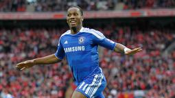 2. Didier Drogba - Drogba menjadi pahlawan Chelsea pada laga final Liga Champions 2012 ketika berhadapan dengan Bayern Munchen. Golnya di menit 89 membuat pertandingan berlanjut ke babak adu penalti dan membawa Chelsea juara Liga Champions 2012. (AFP/Ian Kington)