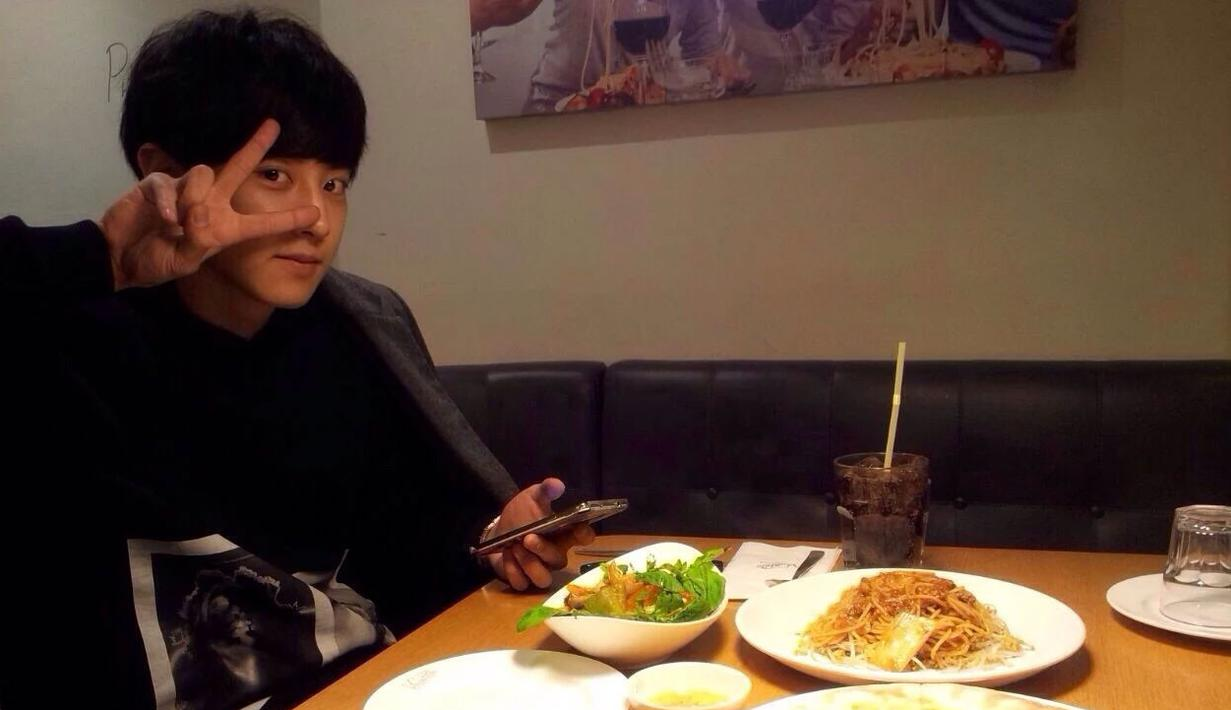 Chanyeol EXO mempunyai restoran Italia yang bernama Viva Polo. Restoran ini sudah punya cabang di seluruh Seoul. Namun sebuah kabar menyebutkan jika Chanyeol kerapa terlihat di cabang Gangdongu. (Foto: koreaboo.com)