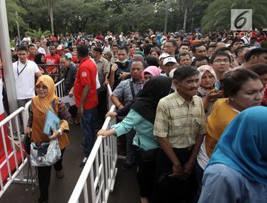 Antre Sejak Pagi, Warga Kehabisan Kuota Paspor di Festival Keimigrasian
