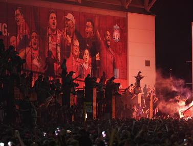Fans Liverpool Berpesta