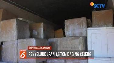 Daging celeng yang dibawa menggunakan dua mobil ekspedisi jasa pengiriman ini berasal dari Sumatra tujuan Jakarta.