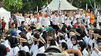 Menteri PPA I Gusti Ayu Bintang Darmawati memberikan sambutan dalam peringatan Hari Ibu ke-91 di Kompleks Gelora Bung Karno, Minggu (8/12/2019). (Liputan6.com/Ady Anugrahadi)