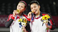 Greysia Polii/Apriyani Rahayu - Ganda putri Merah Putih ini mampu memperpanjang tradisi emas bulu tangkis Indonesia di olimpiade. Dia berhasil mengalahkan unggulan ke-2 dari China, Chen Qing-chen/Jia Yi-fan, dengan skor 21-19, 21-15. (Foto/AP/Dita Alangkara)