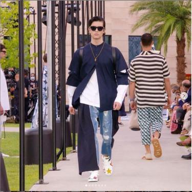 Dolce & Gabbana Jadi Rumah Mode Pertama Gelar Fashion Show Langsung di Tengah Pandemi