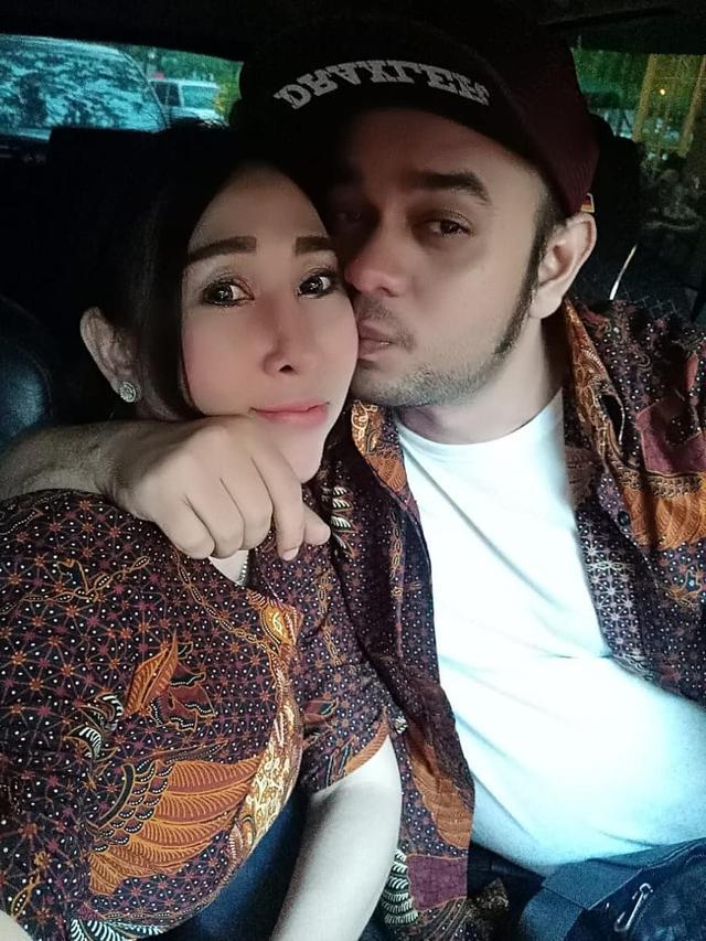 FOTO: Momen Kemesraan Rio Reifan dan Istrinya, Henny Mona
