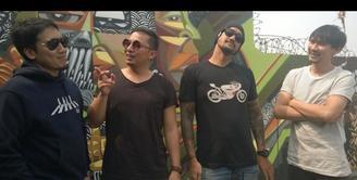 Desta, Ringgo, Vincent dan Tora adalah member dari grup band The Cash. Band ini menghasilkan karya tanpa tekanan sekaligus mewujudkan mimpi Tora Sudiro yang ingin menjadi rocker.
