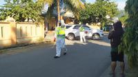 Proses evakuasi seorang pasien positif Covid-19 di Mamuju