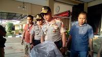Kapolda Jawa Barat Irjen Pol Agung Budi Maryoto mengatakan dua terduga teroris pelaku penyerangan Mapolres Indramayu adalah pasangan suami istri anggota JAD.Foto (Liputan6.com / Panji Prayitno)