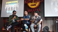Sansan Killing Me Reunion (kanan) bersama CEO Hammersonic, Ravel Junardy (tengah) dan host Gofar Hilman, saat jumpa pers Hammersonic 2020 di Jakarta, Kamis (19/12). (Istimewa)