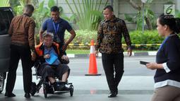Dirut PT Wijaya Kusuma Emindo (WKE) Budi Suharto tiba untuk menjalani pemeriksaan sebagai tersangka terkait sejumlah kasus suap proyek pembangunan SPAM TA 2017-2018di Kementerian PUPR di gedung KPK, Jakarta, Rabu (6/2). (Merdeka.com/Dwi Narwoko)