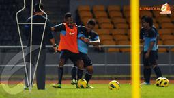 Sesi latihan Timnas Indonesia jelang laga lawan Kirgizstan difokuskan pada kekuatan mempertahankan bola (Liputan6.com/Helmi Fithriansyah)