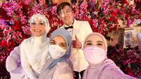 Shireen Sungkar dan Ryana Dea menghadiri Tasyakuran Pernikahan Lesti Kejora - Rizky Billar. (Instagram/ shireensungkar)