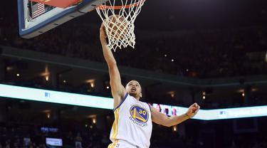 Golden State Warriors, kembali ke jalur kemenangan seteah mengalahkan Utah Jazz 115-94 pada lanjutan NBA, Kamis (10/3/2016).  (Ezra Shaw/Getty Images/AFP)