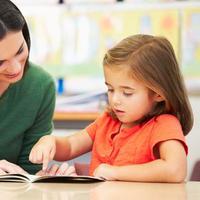 Latihan Membaca untuk Anak Disleksia (Monkey Business Images/Shutterstock)