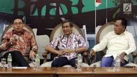 Anggota MPR Fraksi Gerindra, Fadli Zon (kiri) bersama pakar komunikasi politik Hamdi Muluk (tengah) dan Anggota MPR Fraksi PDIP Komarudin Watubun (kanan) saat menjadi narasumber diskusi Empat Pilar MPR di Jakarta, Jumat (5/10). (Liputan6.com/JohanTallo)
