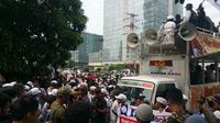 Massa FPI berunjuk rasa di depan kantor Facebook Indonesia. (Liputan6.com/Nanda Perdana Putra)