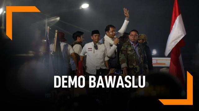 Dua tokoh BPN Prabowo-Sandiaga, Fadli Zon dan Neno Warisman datang ke demonstrasi di depan gedung Bawaslu.