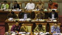 Para anggota Komisi III saat mengikuti Uji kelayakan dan kepatutan calon Kapolri di Komisi III DPR, Jakarta, Kamis (16/4/2015). Proses pengujian berjalan mulus tanpa adanya banyak pertanyaan dari para legislator. (Liputan6.com/Helmi Afandi)