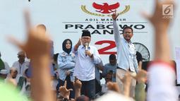 Ketua Umum PAN Zulkifli Hasan saat kampanye terbuka Capres nomor urut 02, Prabowo Subianto di area Stadion Pakansari Kab Bogor, Jumat (29/3). Kampanye terbuka itu dihadiri tokoh partai politik yang tergabung dalam Koalisi Indonesia Adil Makmur. (Liputan6.com/Helmi Fithriansyah)