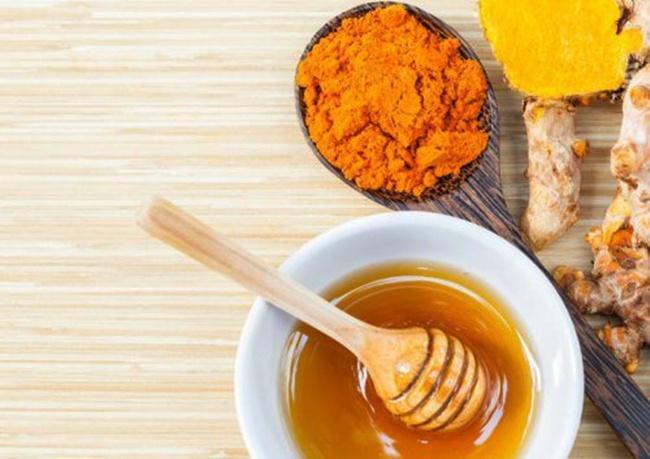 Kunyit dan madu mengandung nutrisi yang baik buat kesehatan serta kecantikan kulit/copyright steptohealth.com