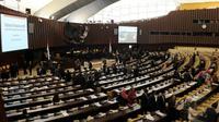 Setelah dihujani interupsi, sidang paripurna MPR untuk memilih pimpinan MPR diskors dan lanjutkan dengan rapat gabungan pukul 13.30 WIB, Jakarta, (7/10/14). (Liputan6.com/Andrian M Tunay)