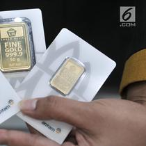Wujud  emas  batangan yang dijual di gerai PT Aneka Tambang TBK (Antam), Jakarta, Senin (24/6/2019). Harga buyback emas Antam juga naik Rp 3.000 menjadi Rp 631 ribu per gram. (merdeka.com/Iqbal Nugroho)