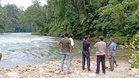 Selain tiga mahasiswa UMN, seorang pelajar ikut hanyut saat mandi di Sungai Asahan. (Liputan6.com/Reza Efendi)
