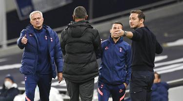 Frank Lampard - Legenda sekaligus mantan pelatih Chelsea ini pernah merasakan sentuhan magis juru taktik Jose Mourinho saat masih berstatus pemain. (Foto:AP/Neil Hall,Pool)