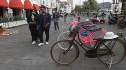 Suasana di sekitaran Jalan Kali Besar Barat kawasan Kota Tua, Jakarta, Minggu (19/9/2021). Meski Jakarta masih dalam masa PPKM level 3, kawasan ini mulai ramai dikunjungi warga untuk berwisata atau sekedar berfoto. (Liputan6.com/Helmi Fithriansyah)