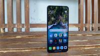 Penampakan Xiaomi Mi 11 Lite. (Liputan6.com/Agustinus M. Damar)