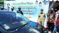 Wali Kota Hendi turun langsung memantau pos penyekatan mudik lebaran, yang salah satunya berada di Genuksari pada hari Senin (10/5).