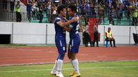 Pemain PSIS merayakan gol ke gawang Arema di Stadion Moch. Soebroto, Magelang, Minggu (4/11/2018). (Bola.com/Ronald Seger Prabowo)