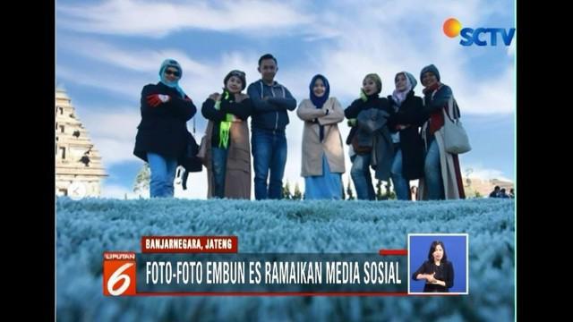 Embun es kembali terjadi di dataran tinggi Dieng, Banjarnegara, Jawa Tengah. Fenomena langka ini langsung diburu wisatawan untuk dijadikan objek foto.