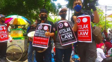 Buruh demo tolak pengesahan UU Omnibus Law Cipta Kerja